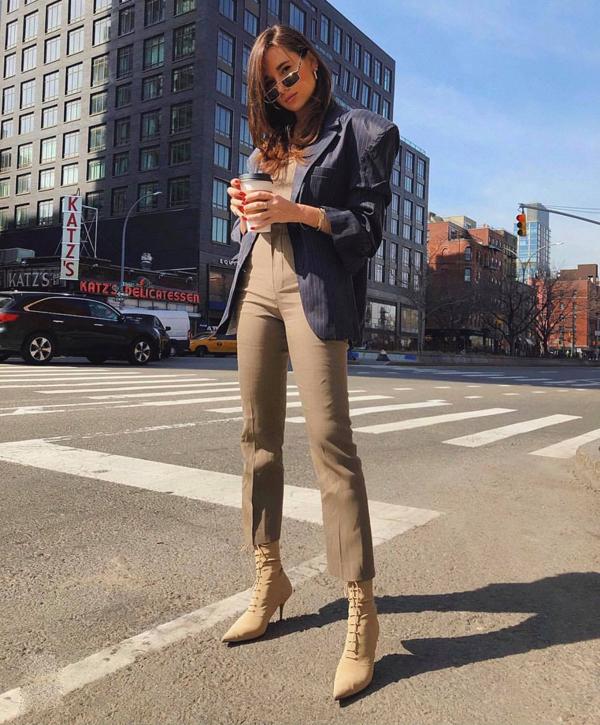Blazer vai ngang hay các kiểu tạo khối cầu vai to hơn mức bình thường là trang phục dành cho nàng dáng mảnh, chiều cao lý tưởng.