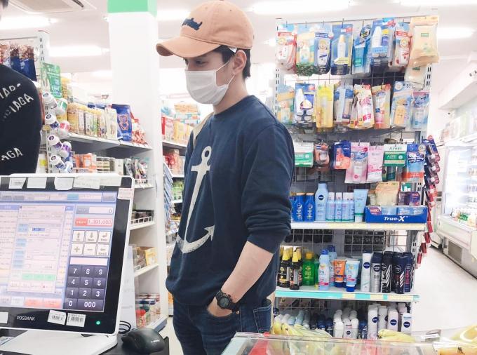 Yoo Seung Ho quần đùi áo phông dạo phố cổ Hội An