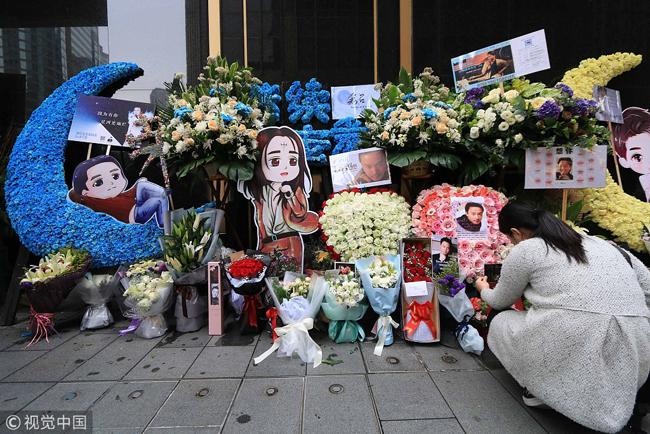 Fan của Trương Quốc Vinh dành tặng anh những vòng hoa đẹp nhất.