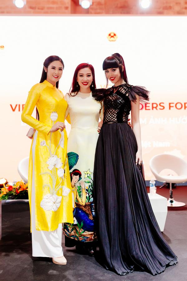 Quý bà Thu Hương, người mẫu Jessica Minh Anh cũng góp mặt trong sự kiện giao lưu về kinh tế, văn hóa tại Paris.