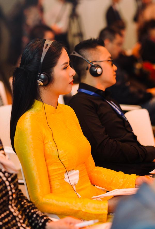 Trong hai ngày tham dự chương trình, Ngọc Hân đến dự rất nhiều buổi tọa đàm để lắng nghe những chia sẻ của các doanh nhân, diễn giả nổi tiếng ở Việt Nam và quốc tế.