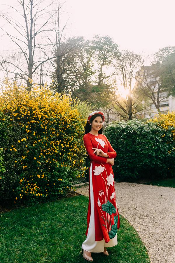 Cô cũng đề xuất ý tưởng quảng bá du lịch Việt Nam thông qua việc tổ chức hoạt động cho du khách mặc áo dài tại điểm du lịch văn hóa ở Hà Nội, Hội An, Huế. Ngọc Hân từng đi công tác nhiều lần tại Hàn Quốc, Nhật Bản và cô rất ấn tượng với cách làm du lịch của hai quốc gia này. Cô bày tỏ suy nghĩ: Tại sao khi đến thăm quan cố cung ở Seoul, mọi người lại hứng thú thuê hanbok để mặc chụp hình; hay khi đến Nhật, ai cũng muốn mặc kimono để thử một lần làm cô gái Nhật? Nếu chúng ta cũng làm được như vậy ở Việt Nam thì tôi tin chắc, du khách sẽ rất thích thú. Chính những du khách sẽ trở thành đại sứ quảng bá cho du lịch Việt Nam khi chia sẻ hình ảnh mặc áo dài lên trang cá nhân. Hãy tưởng tưởng trong hai ngày cuối tuần, phố đi bộ Hà Nội tràn ngập những cô gái ngoại quốc mặc áo dài đi dạo... Tôi tin nó sẽ là hình ảnh ấn tượng với bạn bè quốc tế mỗi khi nhắc đến Việt Nam. Chúng ta có thể áp dụng cách làm này với Hội An, Huế - hai địa điểm du lịch văn hóa mà du khách yêu thích.