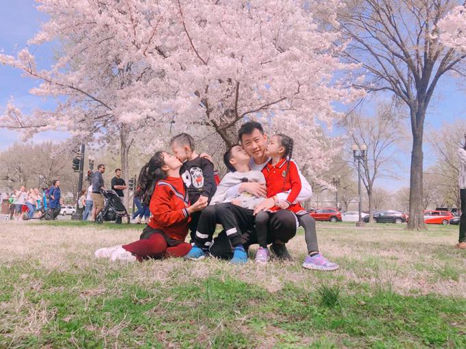 Ốc Thanh Vân đưa cả nhà đi ngắm hoa anh đào ở Mỹ - 4