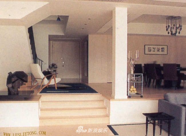 Một nguồn tin cho hay, sau khi Trương Quốc Vinh qua đời, ngôi nhà mà anh từngở do Đường Hạc Đức - tri kỷ của anh tiếp quản, trông nom.