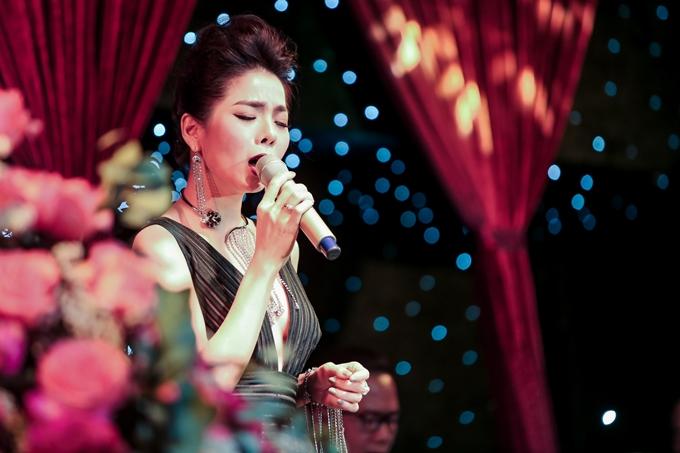 Lệ Quyên thể hiện hơn 30 ca khúc theo lời yêu cầu. Nữ ca sĩ bày tỏ niềm hạnh phúc khi đông đảo khán giả nán lại phòng trà đến tận một giờ sáng để theo dõi cô biểu diễn trong đêm nhạc đặc biệt này.