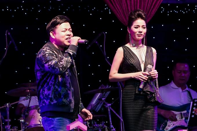 Ca sĩ Quang Lê cũng có mặt và hòa giọng với Lệ Quyên.