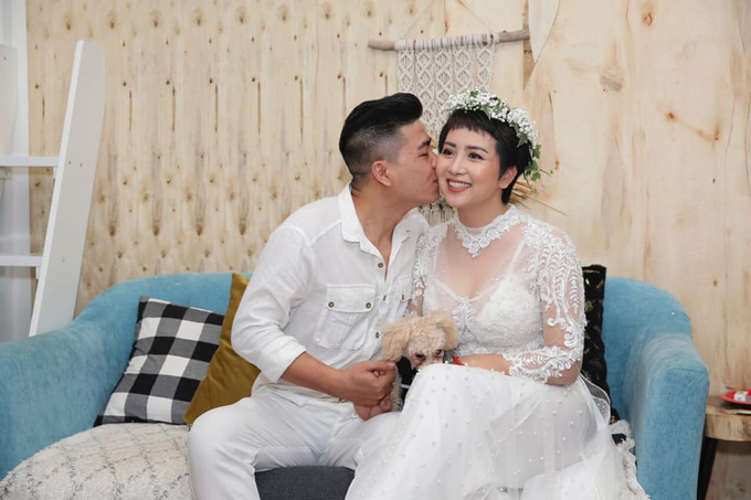 Thúy Hiền rạng rỡ trong ngày tái hôn hôm 30/3.