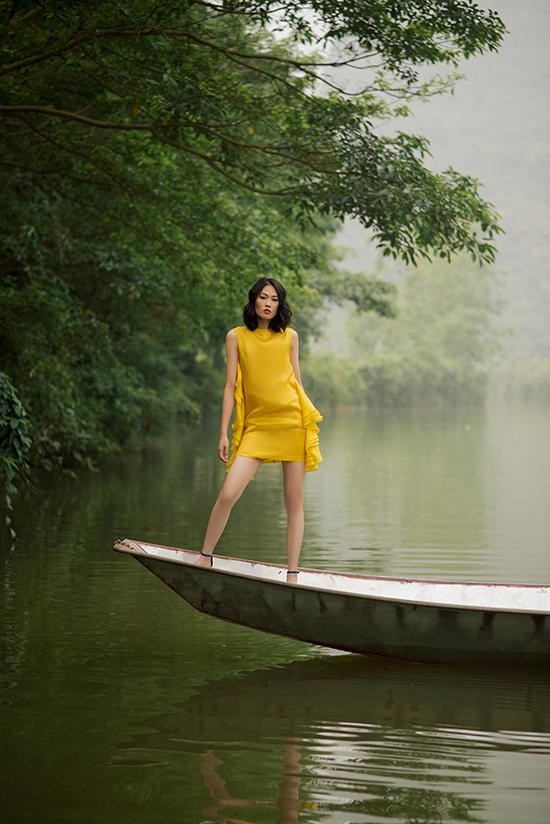 Tại Tuần lễ Thời trang quốc tế Việt Namnăm nay,Hà Linh Thư tiếp tụcsẽ giới thiệu bộ sưu tập có tên Phượng lấy cảm hứng từ chính nhân vật Phượng trong cuốn tiểu thuyết nổi tiếng Người Mỹ trầm lặng của tác giả người Anh.