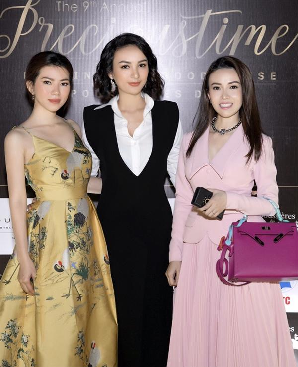 Ngọc Diễm đọ sắc với các nữ doanh nhân khác trong đêm tiệc.
