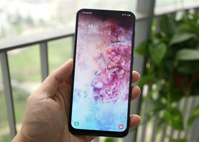 Galaxy A50: Màn hình đẹp, camera góc rộng, pin tốt