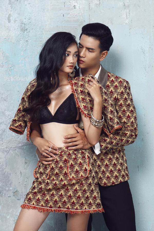 Kết đôi trong bộ ảnh thời trang của NTK Đức Vincie, á quân The Face 2018 Quỳnh Anh và Mr International 2019 Trịnh Bảo diện trang phục họa tiết đồng điệu, thể hiện cử chỉ tình tứ.