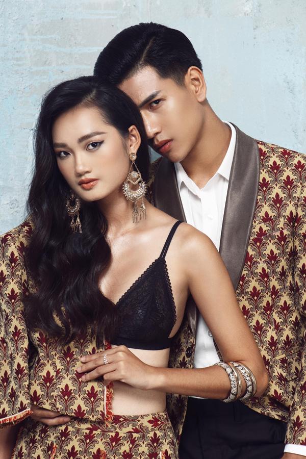 Set váy áo phom dáng cứng cáp kết hợp cùng bralette đem tới cho nàng mẫu 20 tuổi vẻ gợi cảm, kiêu kỳ.
