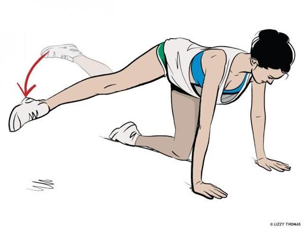 Động tác đá xoay chân Quỳ trên thảm với một chân duỗi thẳng phía sau. Đá chân sang ngang liên tục 20 lần rồi đổi bên.