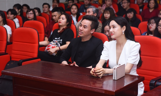 Nhã Phương và Đào Đức Hải dự sự kiện chiếu phim.