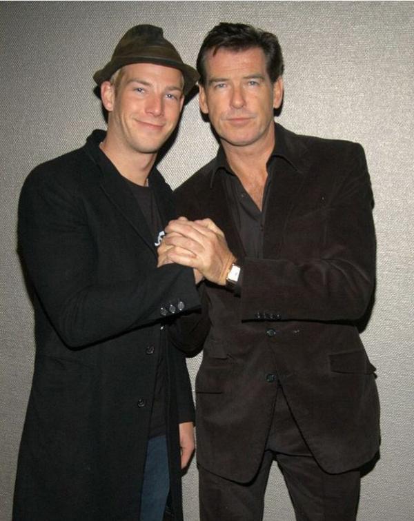 Sean Brosnan (bên trái) và bố - tài tử Pierce Brosnan.
