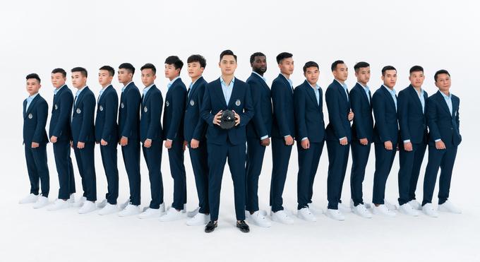 Dàn sao CLB Hà Nội thành các quý ông khi diện vest