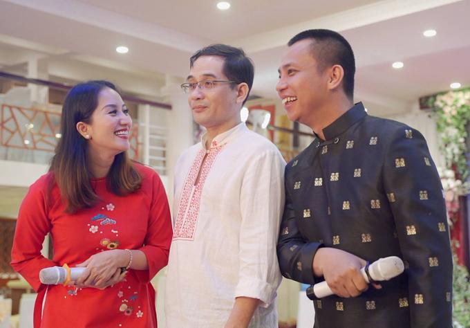 Nghệ sĩ Xuân Huy, anh trai ruột của Khánh Thi đến chúc mừng em gái và Chí Anh.