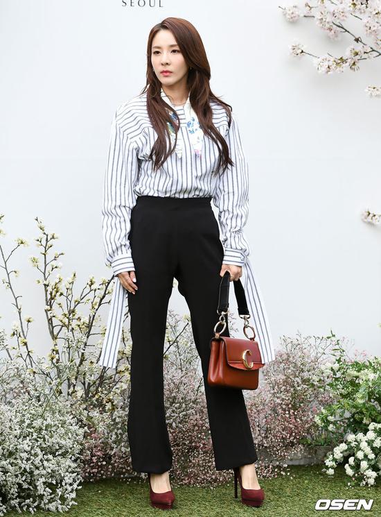 Ca sĩ Park Dara.