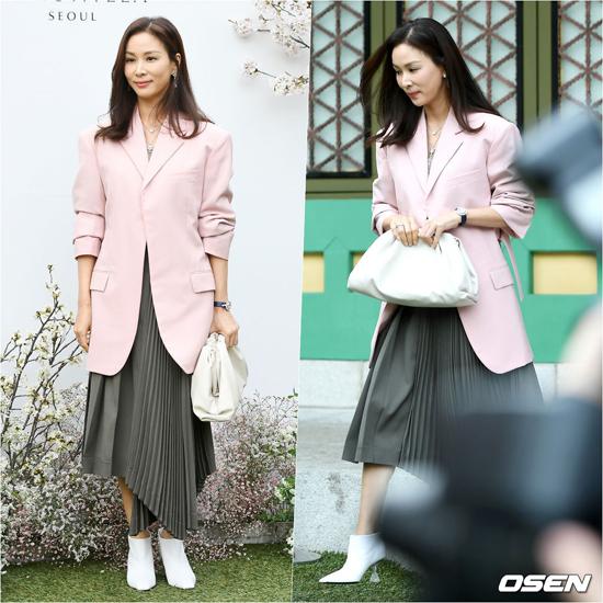Go So Young, bà xã của Jang Dong Gun là một trong những khách mời đến tiệc từ sớm.