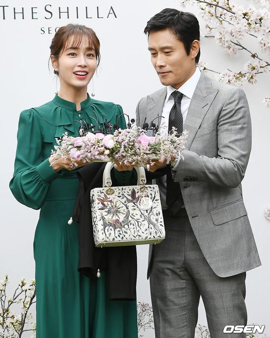 Vợ chồng Lee Byung Hun - Lee Min Jung.
