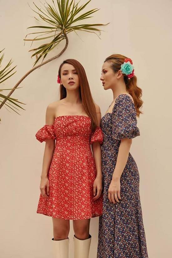 Nắm bắt được thói quen dùng váy áo in họa tiết vào dịp hè, chị em Yến Trang - Yến Nhi đã nhanh chóng cập nhật loạt váy hoa xinh xắn.