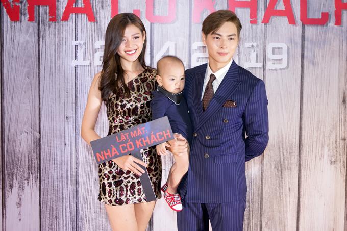 Ca sĩ Jay Quân xuất hiện bên bà xã Chúng Huyền Thanh và con trai Joyce gần một tuổi.