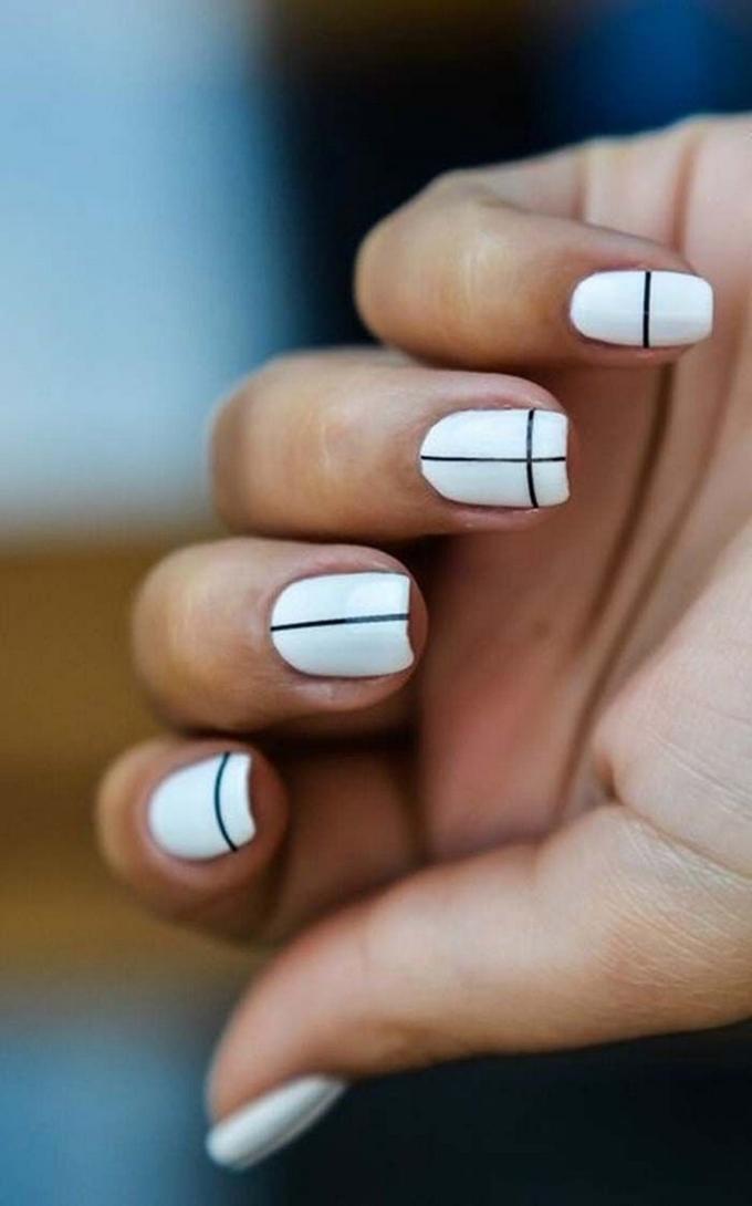 7 mẫu móng đen trắng đơn giản mà sang chảnh