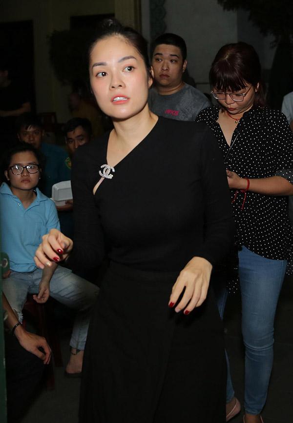 Diễn viên Dương Cẩm Lynh cũng đến từ biệt nghệ sĩ hài hiền lành, giản dị.