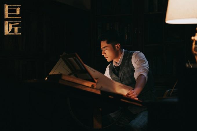 Nhân vật Thẩm Kỳ Nam trải qua tuổi thơ đau thương vì mồ côi cha mẹ, anh em ly tán giữa thời loạn lạc, đòi hỏi ông xã Lâm Tâm Như diễn xuất nội tâm nhiều và thực hiện nhiều phân đoạn khổ cực.