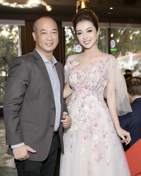 Cô còn hội ngộ với đầu bếp Phạm Tuấn Hải, giám khảo của Vua đầu bếp tại sự kiện.