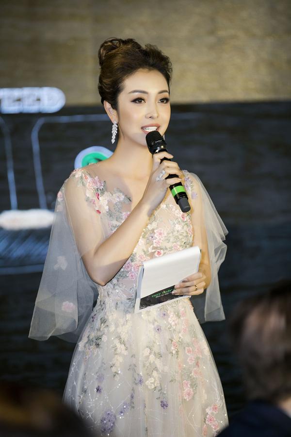 Nhiều năm trở lại đây, Jennifer Phạm chuyên tâm vào công việc MC, không mặn mà lấn sân sang các lĩnh vực nghệ thuật khác.