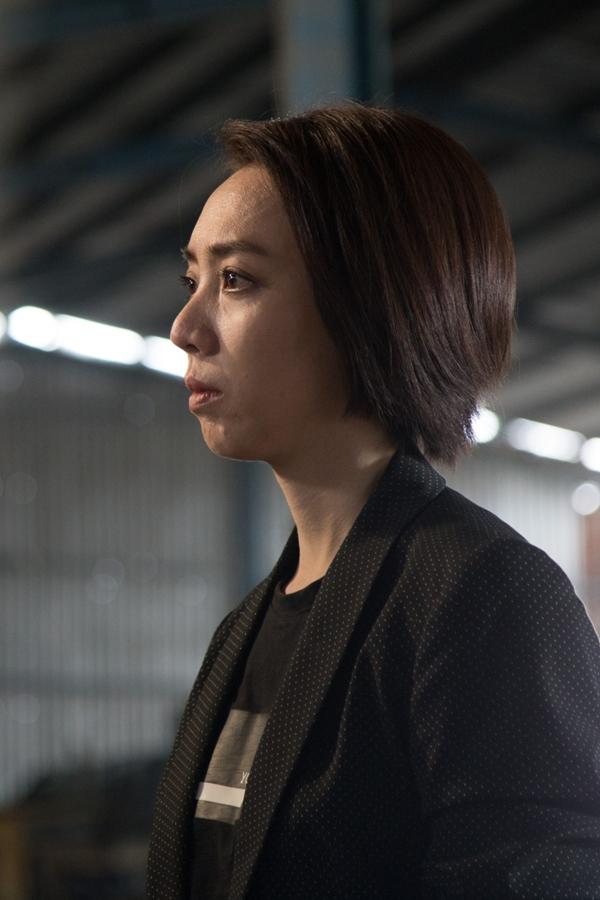 lần đầu tham gia sản xuất một dự án điện ảnh đầu tay, vợ chồng Thu Trang - Tiến Luật gặp không ít áp lực, trong đó có việc kinh phí bị đôi lên đến con số 20 tỷ đồng cho bộ phim Chị Mười Ba.