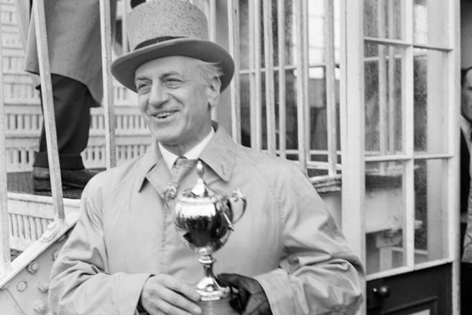 [CaptioSự giàu có bắt đầu từ việc ông nội họ thu mua lại Chanel, một hãng thời trang Pháp mà đến nay hai anh em họ đồng sở hữu. Họ cũng sở hữu nhiều vườn nho trên khắp thế giới và nhiều chú ngựa đua hàng đầu thế giới. Sự giàu có của họ bắt đầu từ việc mua lại Chanel, nhà mốt của Pháp, mà cả hai cùng sở hữu ngày nay. Họ cũng sở hữu nhiều vườn nho khác nhau trên khắp thế giới và ngựa đua.Ông nội của họ, Frechman Pierre Wertheimer, và anh trai Paul, đã ký hợp đồng với Gabrielle Coco Chanel vào năm 1924, thành lập Société des Parfums Chanel - một thỏa thuận bán và sản xuất các sản phẩm làm đẹp của Chanel.
