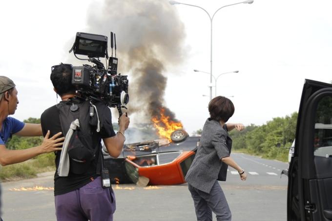Để chất lượng hình ảnh được tốt nhất, Thu Trang đành bấm bụng chi thêm hơn 100 triệu đồng hoàn thiện cảnh quay này.