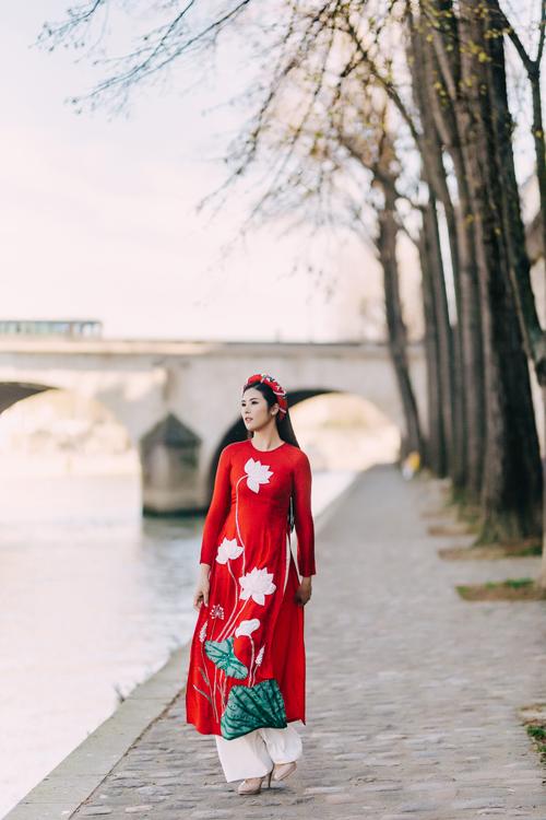 Áo dài đỏ gửi gắm ước vọngmay mắn trong dịp hỷ sự, là lựa chọn được nhiều cô dâu yêu thích.