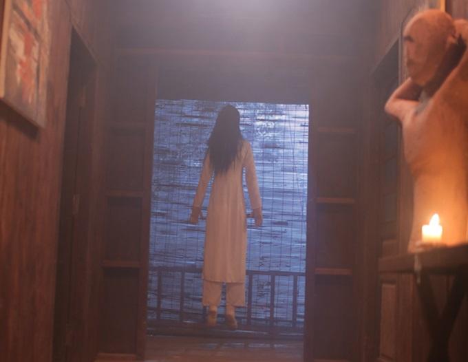 Hình nộm cô gái mặc áo dài trắng xuất hiện chớp nhoáng nhưng gây rùng rợn cho các nhân vật và thích thú cho khán giả. Lý Hải kể, hình nộm này khiến không ít thành viên êkip hoảng sợ khi vô tình nhìn thấy vào buổi tối.