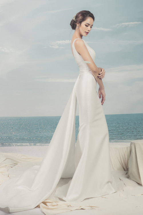 Bộ ảnh được thực hiện với sự hỗ trợ của trang phục & trang điểm: Tri Tran Bridal House, nhiếp ảnh: Huy Nguyễn, stylist: Pông Chuẩn, người mẫu: Trần Hiền.