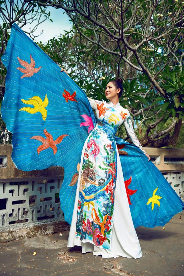 Á hậu Hoàng Hạnh diện áo dài lấy cảm hứng từ đại dương