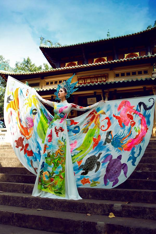 Á hậu Hoàng Hạnh diện áo dài lấy cảm hứng từ đại dương - 1