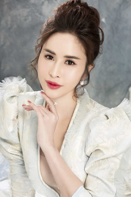 Ngọc Hân sinh năm 1992, giành giải Thí sinh được yêu thích tại Miss Glam World 2018.