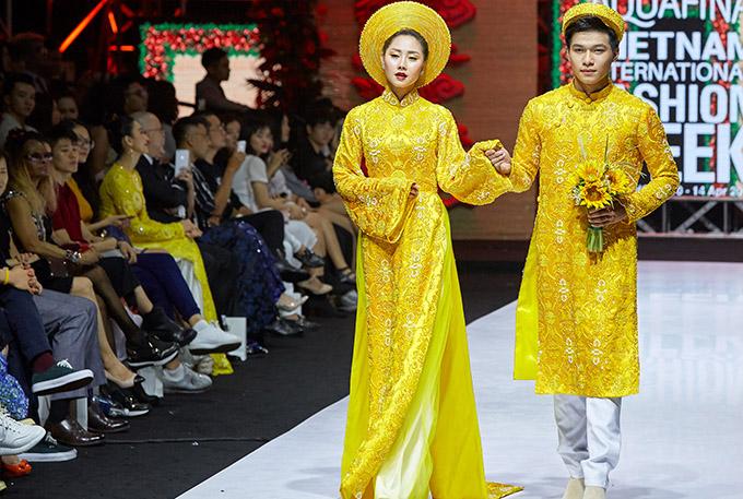 40 bộ áo dài trong sưu tập Vu quy được giới thiệu tại Tuần lễ Thời trang Quốc tế Việt Nam tối 13/4 khiến khán giả trầm trồ, thích thú.