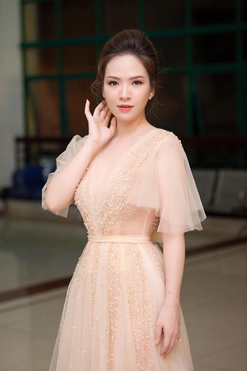 Cô dâu hiện đại không chỉ lựa chọn áo cưới mang sắc trắng truyền thống nên những mẫu váy màu nude, hồng pastel ngày càng được ưu chuộng.
