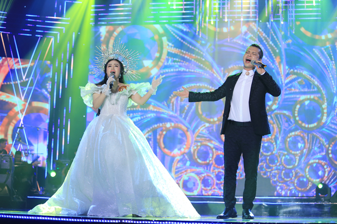 Ở phần thử thách song ca, Lương Hải Yến được sự trợ giúp của ca sĩ Nam Khánh trong tác phẩm Điệu valse đêm nay.