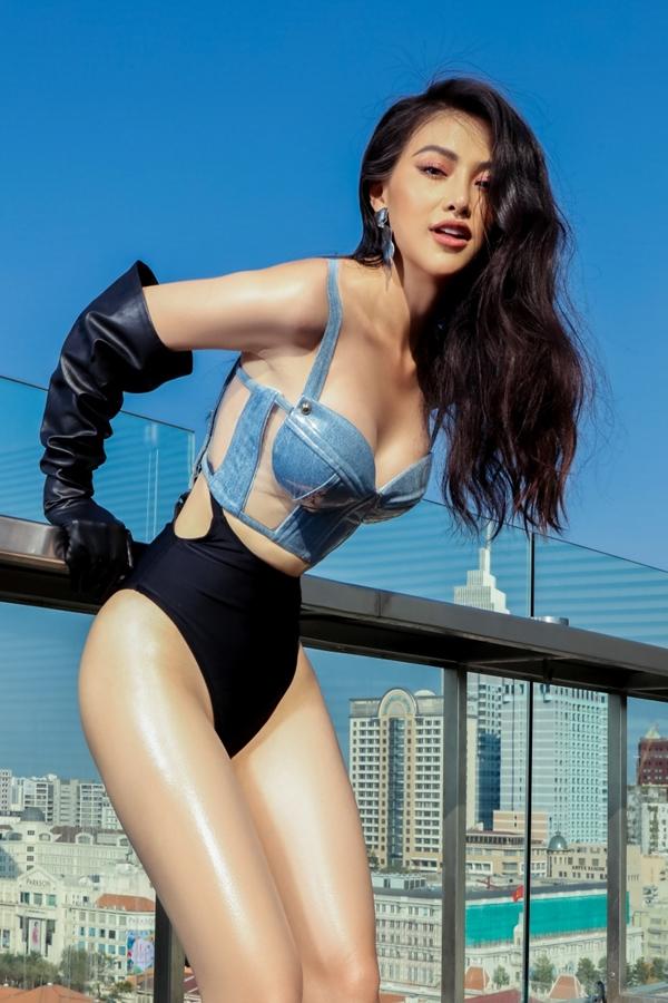 Hoa hậu Trái đất 2018 Phương Khánh diện bikini thực hiện loạt ảnh mới.
