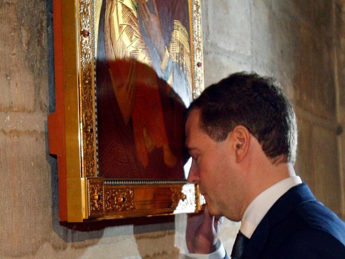Nhiềutranh quý có niên đại vài trăm năm phủ các bức tường phía trong nhà thờ.Chúnglà các tác phẩm nghệ thuậtvô giá. Ảnh:AP.