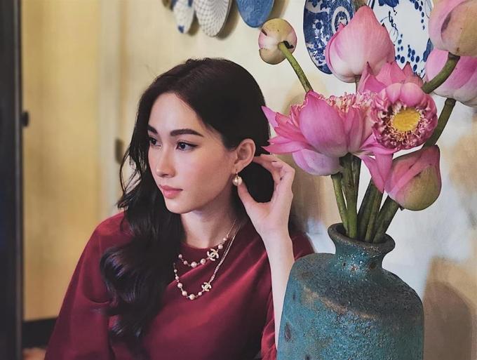 Thu Thảo quê Bạc Liêu, giành vương miện Hoa hậu Việt Nam 2012. ô được nhiều khán giả ưu ái dành tặng danh xưng Hoa hậu của các hoa hậu, Thần tiên tỷ tỷ với nhan sắc mong manh.
