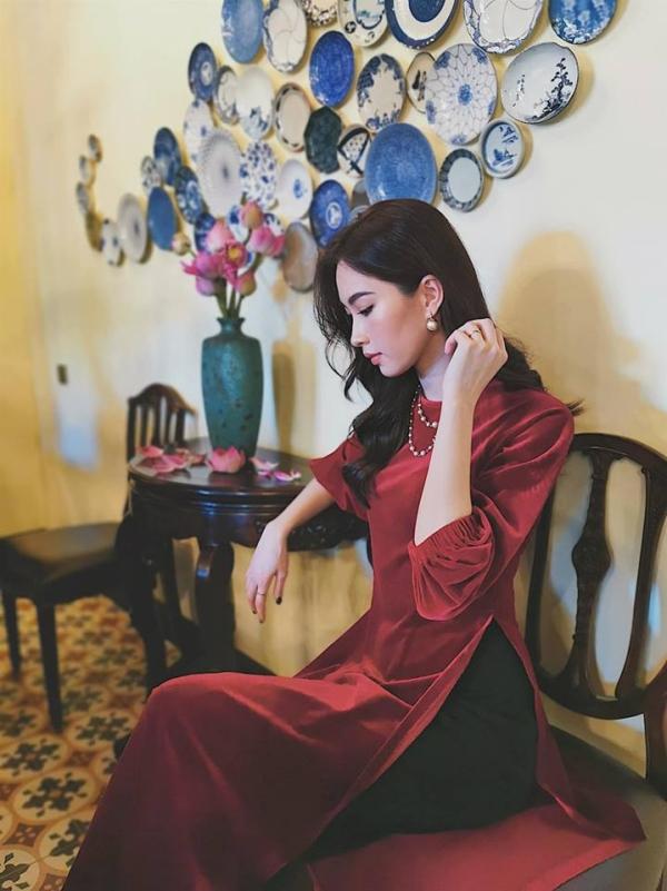 Thỉnh thoảng, Hoa hậu Việt Nam vẫn tham dự một số sự kiện thời trang vì mối quan hệ thân thiết với nhà thiết kế.