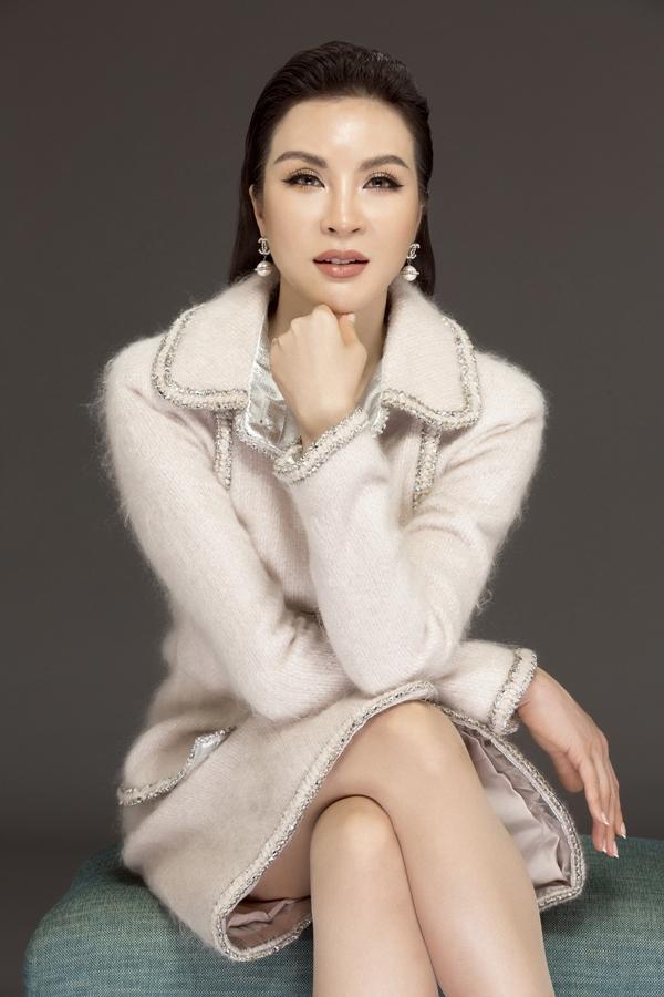MC Thanh Mai biến hóa đa phong cách phù hợp tuổi 46 - 1