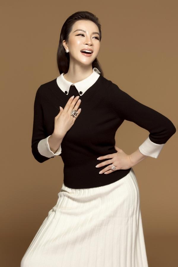 MC Thanh Mai biến hóa đa phong cách phù hợp tuổi 46 - 4