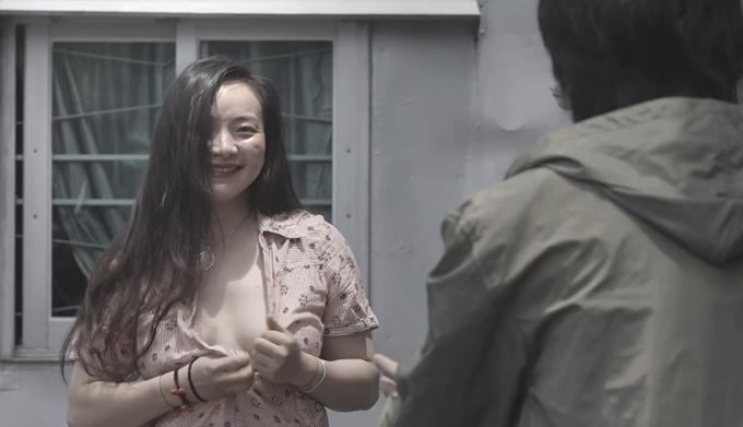 Nữ diễn viên nhiều lần cởi đồ trên phim.